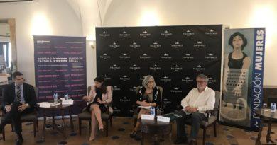 Extremadura primera Comunidad Autónoma que establece un convenio de colaboración con el Fondo de Becas